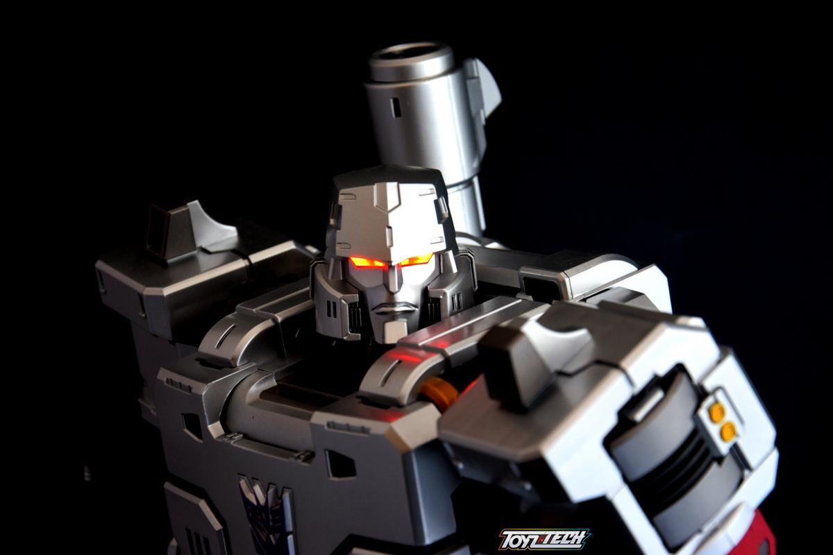 Recensione: MAS-0 Megatron Mega 18″ Action Figure della Toys Alliance