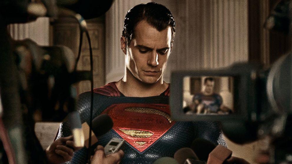 (UPDATE) Henry Cavill lascia il ruolo di Superman nel DCEU !