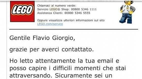 """Torino, papà scrive alla Lego, """"Cerco lavoro"""": l'azienda gli regala un set per il figlio"""
