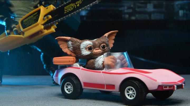 Gizmo e l'auto sportiva rosa dai Gremlins da Neca
